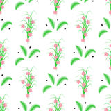 无缝镶边绿色叶子和草与桃红色花 免版税库存照片