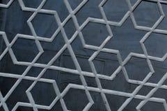 无背长椅在金属的艺术样式的例子 免版税库存照片