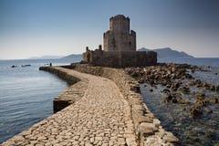 无背长椅堡垒在Methoni,希腊 免版税库存照片