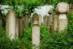 无背长椅墓碑 免版税库存照片