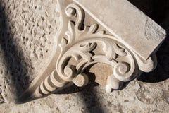 无背长椅大理石雕刻的艺术细节 图库摄影