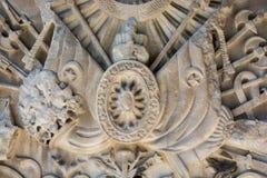 无背长椅大理石雕刻的艺术细节 库存图片