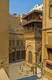 无背长椅建筑学在开罗 库存图片