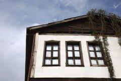 无背长椅建筑学/Beypazari家 库存照片