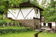 从无背长椅empiri的期间的典型的保加利亚建筑学 图库摄影
