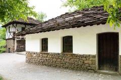 从无背长椅empiri的期间的典型的保加利亚建筑学 库存照片