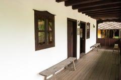 从无背长椅empiri的期间的典型的保加利亚建筑学 免版税库存照片