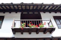 从无背长椅empiri的期间的典型的保加利亚建筑学 免版税图库摄影