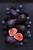 无花果、黑莓和蓝莓 免版税图库摄影