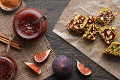 无花果果酱和土耳其快乐糖 免版税库存图片
