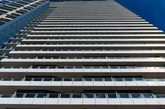 无表情,规范化的现代建筑学大厦 免版税库存照片
