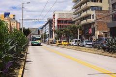 无轨电车在基多,厄瓜多尔 库存图片