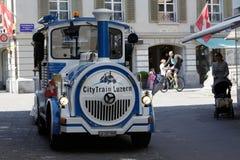 无轨道的火车在卢赛恩移动 免版税库存图片
