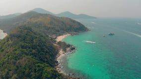 无边的天蓝色的海洋包围的绿色多小山海岛 影视素材