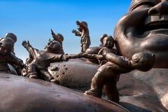 无锡灵山巨人菩萨风景区& x22; 100儿童游戏Maitreya& x22;大铜雕塑 免版税图库摄影