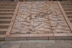 无锡Taihu鼋头渚Taihu仙岛Lingxiao宫殿沿雕刻两Longzhu地图的石头的石头楼梯 库存图片