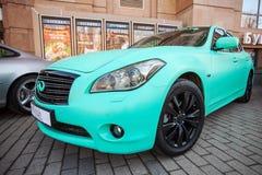 无限有绿色表面无光泽的绘画的fx 37汽车 免版税图库摄影