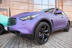无限有紫色表面无光泽的绘画的rx 37汽车 库存图片