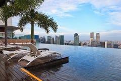 无限游泳池在新加坡 免版税图库摄影
