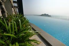 无限游泳池在科伦坡 图库摄影