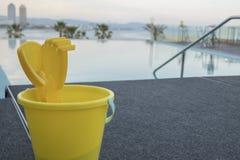无限游泳池在巴塞罗那 免版税库存照片