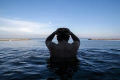 无限游泳池边缘  免版税图库摄影