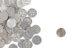 在白色背景隔绝的100日元硬币 免版税库存图片