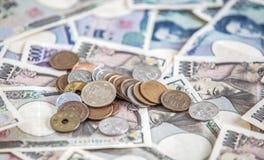 日元钞票和日元硬币 免版税库存照片