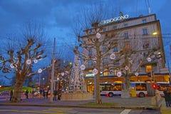 日内瓦市中心街道视图在瑞士在冬天 免版税库存图片