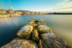 日内瓦市都市风景作为剪影的在日落 库存照片