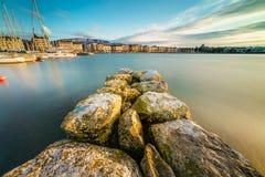日内瓦市都市风景作为剪影的在日落 免版税库存照片