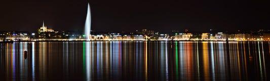 日内瓦江边在晚上 免版税库存图片