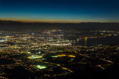 日内瓦空中夜视图 免版税库存图片