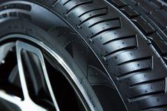 日内瓦,瑞士- 2018年3月,第6:样品轮胎在Chelsea Truck Company在第88个日内瓦国际马达的陈列立场 免版税图库摄影
