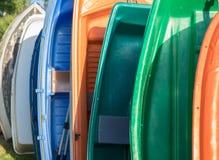日内瓦/瑞士-20 06 2018年:日程表整洁一点工艺小船塑料的行 免版税库存照片