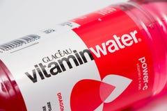 日内瓦/瑞士- 27 07 18 :维生素水苏打糖释放 免版税库存照片