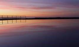 日出反射是净化灵魂的平安的凝思 免版税库存图片