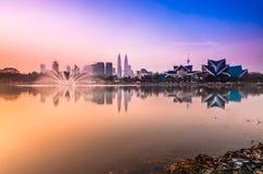 日出和反射在吉隆坡 免版税库存照片