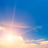 日出和多云天空 免版税图库摄影