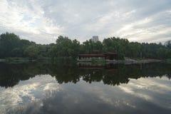 日出和河 图库摄影