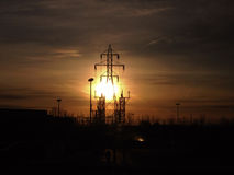 日出和电线杆 库存图片