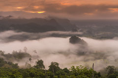 日出和薄雾 免版税库存照片