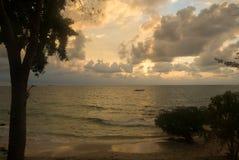 日出在一个热带海岛在泰国 库存图片