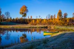 日出在与小船的秋天 免版税库存照片