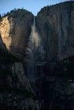 日出在优胜美地瀑布 库存照片