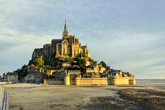 日出在勒蒙圣米歇尔 免版税库存照片