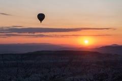 日出在卡帕多细亚 库存照片