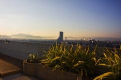 日出在合艾,泰国,从屋顶上面 库存图片