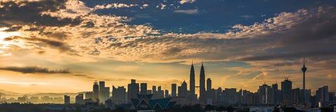 日出在吉隆坡市中心 免版税库存图片