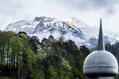 日出在山顶部在烟特勒根 瑞士 免版税库存照片